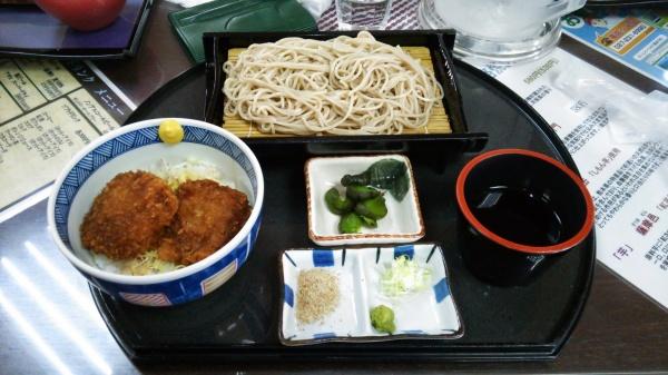 ざる蕎麦とミニソースかつ丼(前橋ゴルフ場)