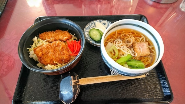 ミニソースかつ丼とミニラーメン(玉村ゴルフ場)