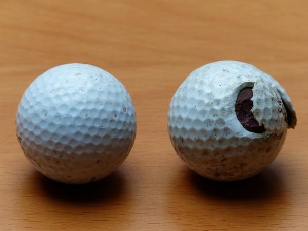 ラフで打ったボールが割れて捨てられたボールだった。