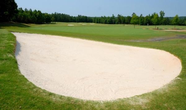 ボールがバンカーの外にある時は、クラブがバンカーの砂に触れても良いの?